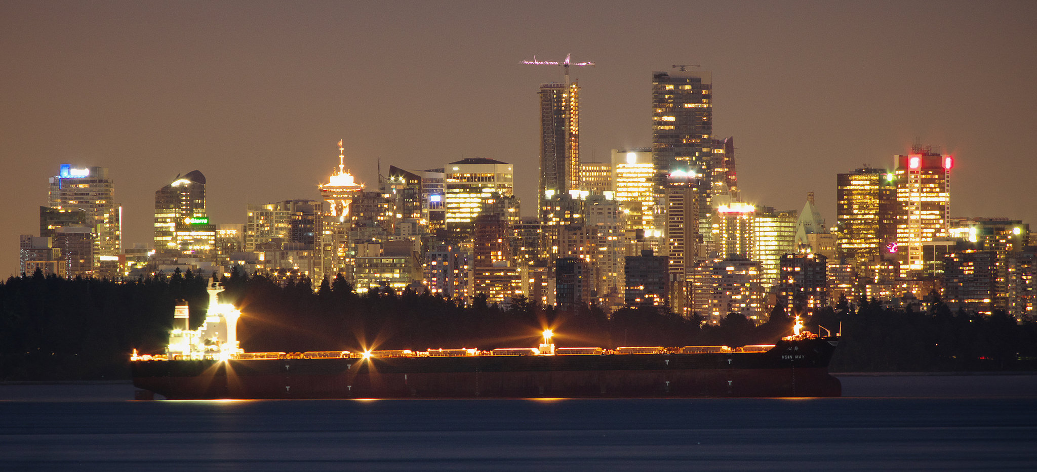 Rob Hurson - Hsin May and Vancouver seafront - Creative Commons
